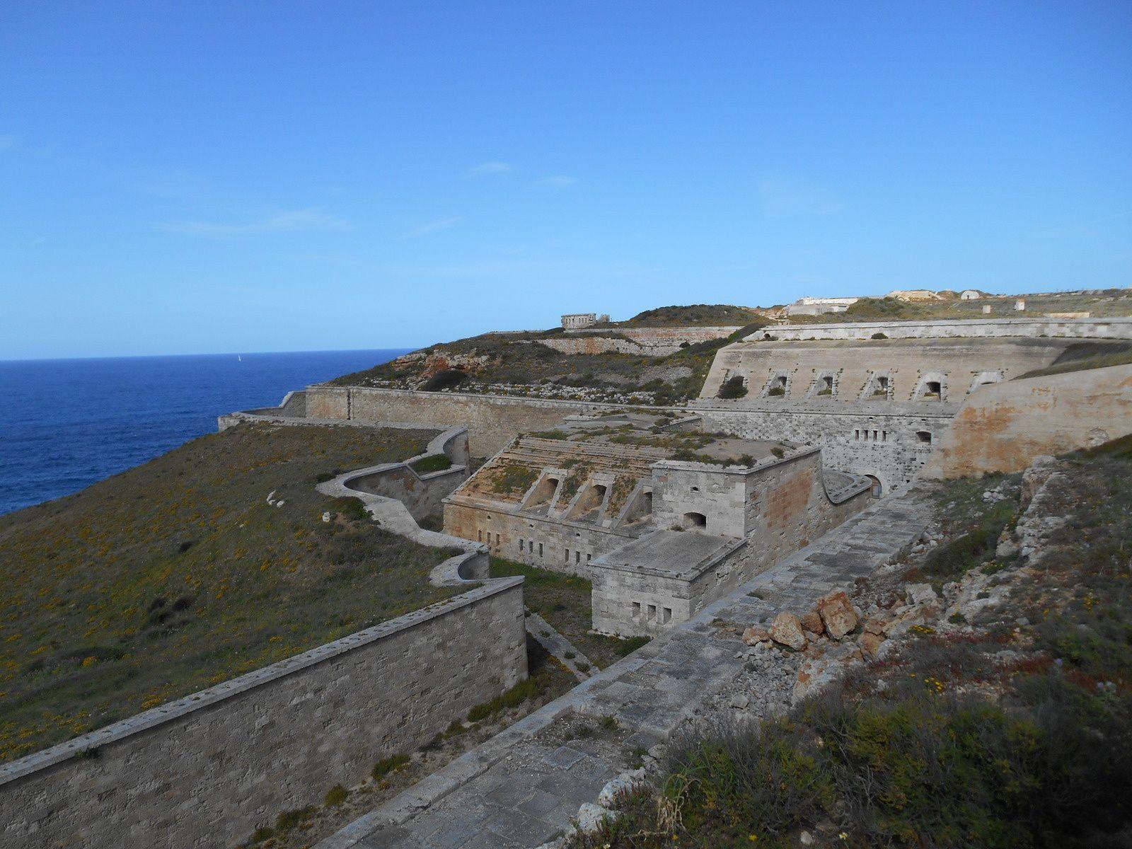 Minorque: la forteresse d'Isabel II, La Mola