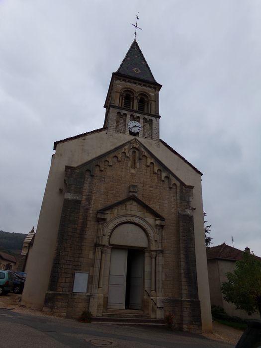 Vu de la façade de l'église