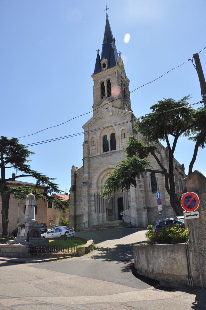 L'église St-Denis, Rue principale d'avant-hier et l'accès au fort de Vancia.
