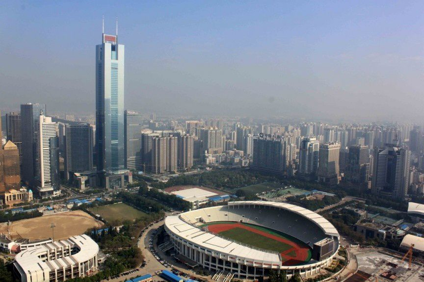 La foire internationale de Canton, qui se tient deux fois par an, est l'une des plus grandes foires commerciales du monde.