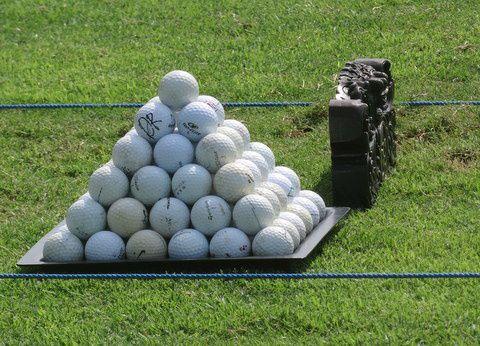 Quelques membres du Club se retrouvent régulièrement sur le practice du golf de Tanah Lot, où Jean-Pierre prodigue ses conseils avisés, que ce soit pour les longs coups, le pitching ou le putting.  Avis aux amateurs, contactez Jean-Pierre si cela vous intéresse.