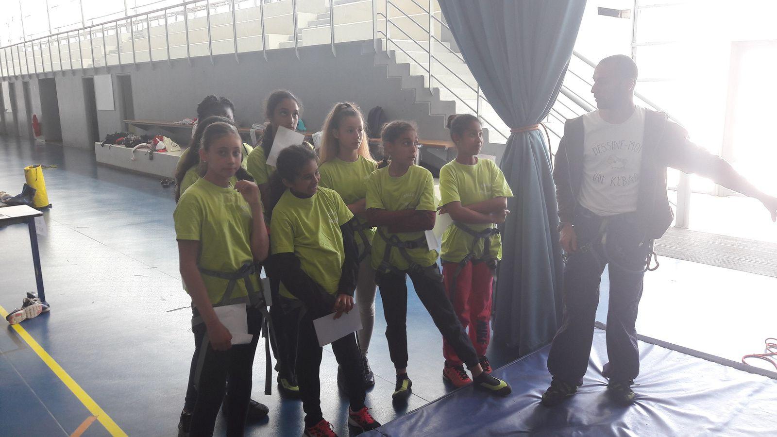 les élèves pendant la présentation des ateliers