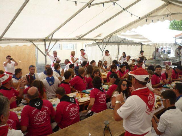 Après l'apéro et le repas..... du délire entre musicos ....et grosse émotion pour les organisateurs !