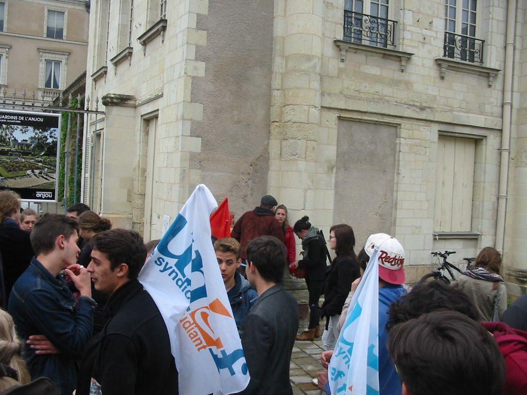 Quelques photos du rassemblement d'Angers devant la Préfecture.