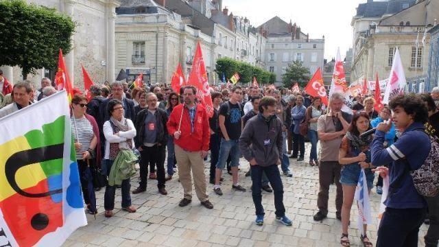 Source site Internet Ouest France du 28 juin 2016: Angers, rassemblement devant la préfecture avant la remise des votations citoyennes.