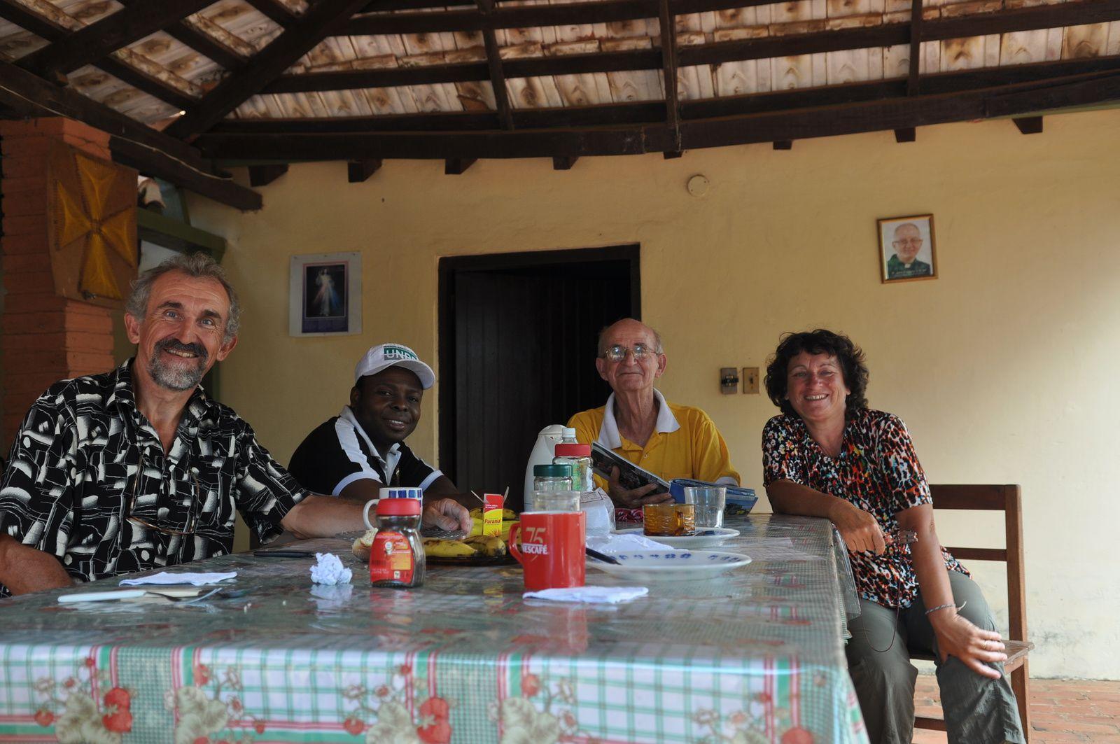 Avec Padre Christian et Padre Pedro ,Villa Rosario Paraguay