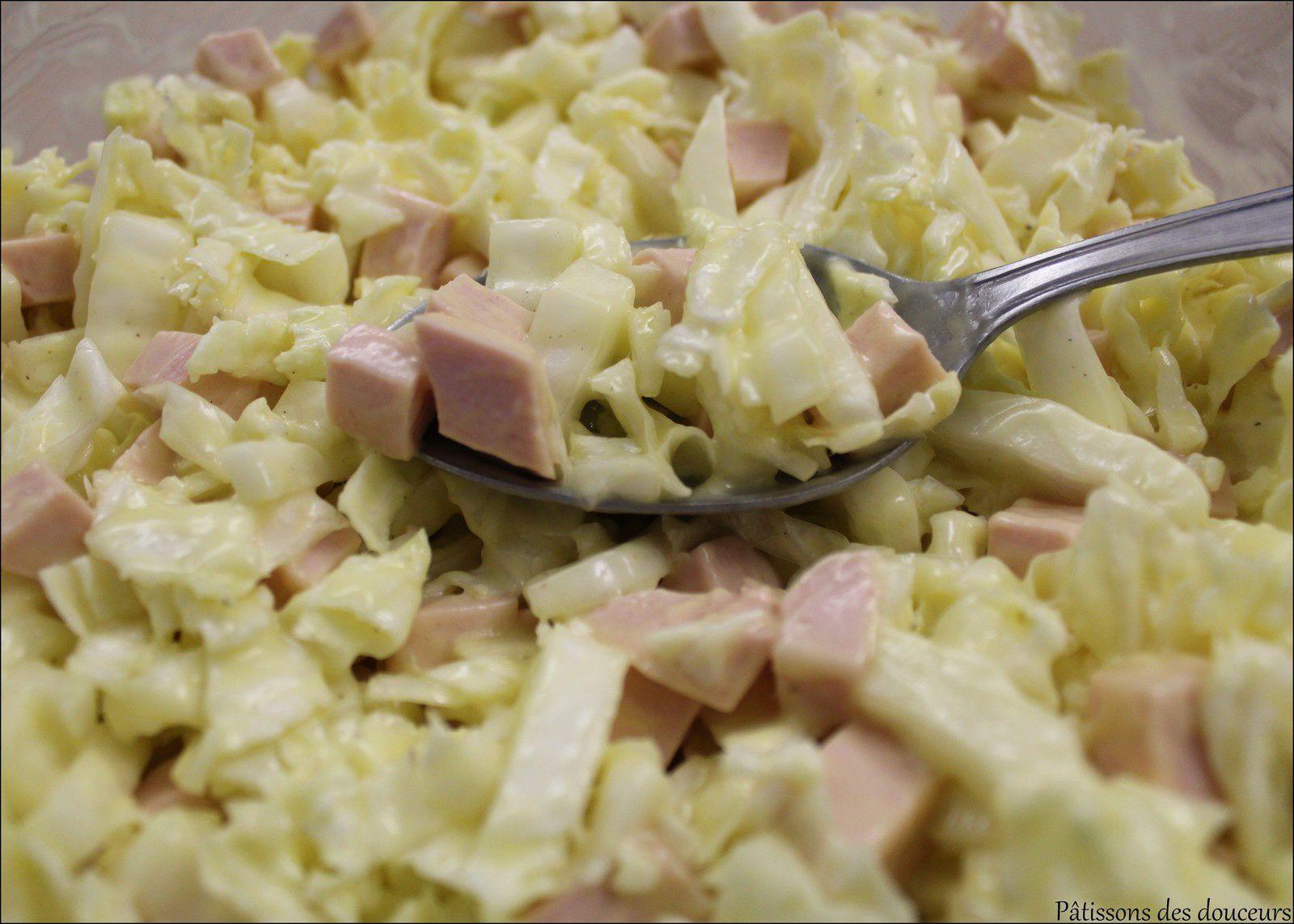Une Salade de chou chinois et cervelas