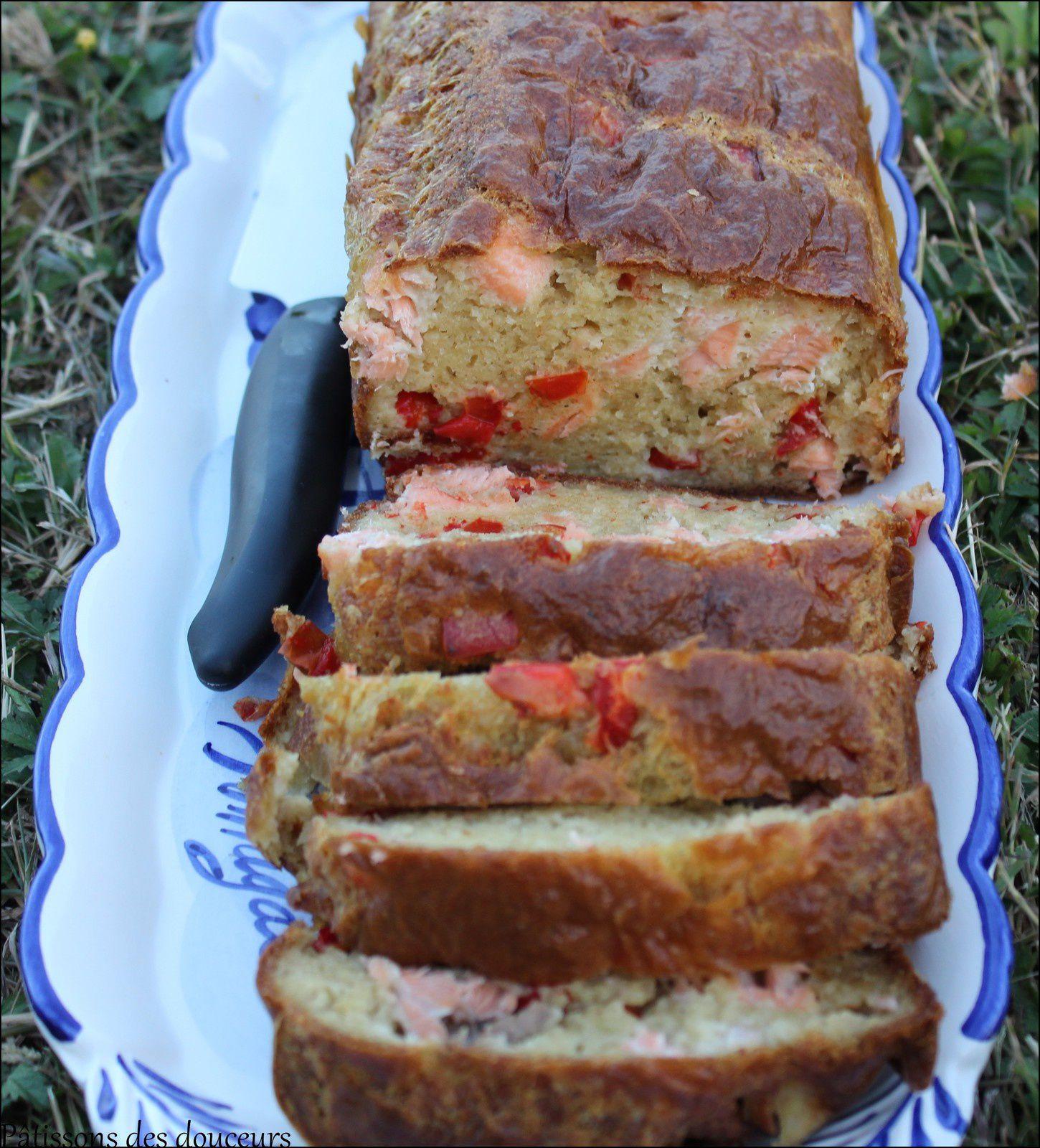 Un Cake au saumon frais et poivron rouge