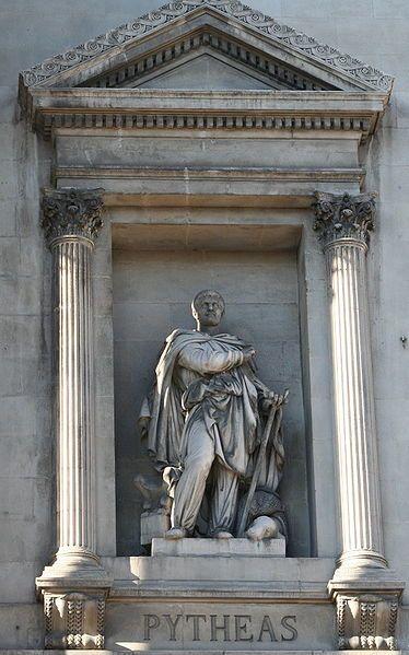 La statue de Pythéas sur le palais de la Bourse à Marseille (Photo Rvalette)