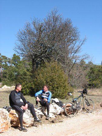 Avant de contourner le massif pour nous diriger vers Riboux, une halte déjeuner s'impose.