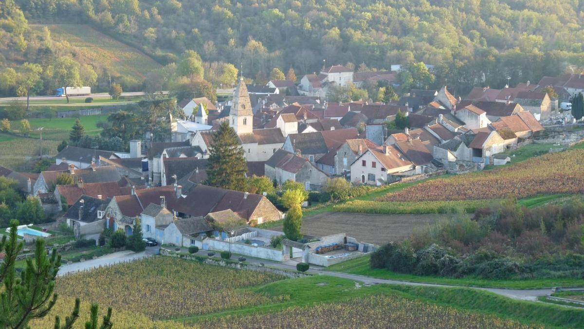 Les falaises d'Orches et le château de La Rochepot. Côte d'Or 2014
