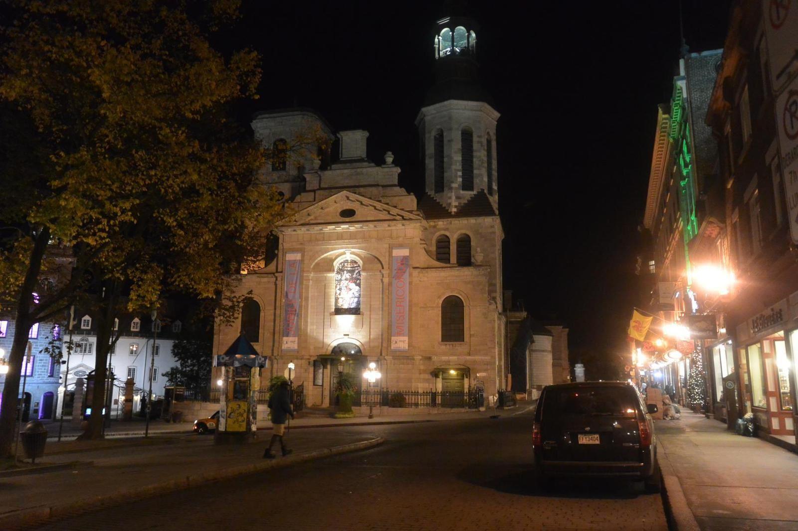 """Voyage : Une soirée à Québec avec les lumières et le """"QUEEN MARY 2"""" à quai."""