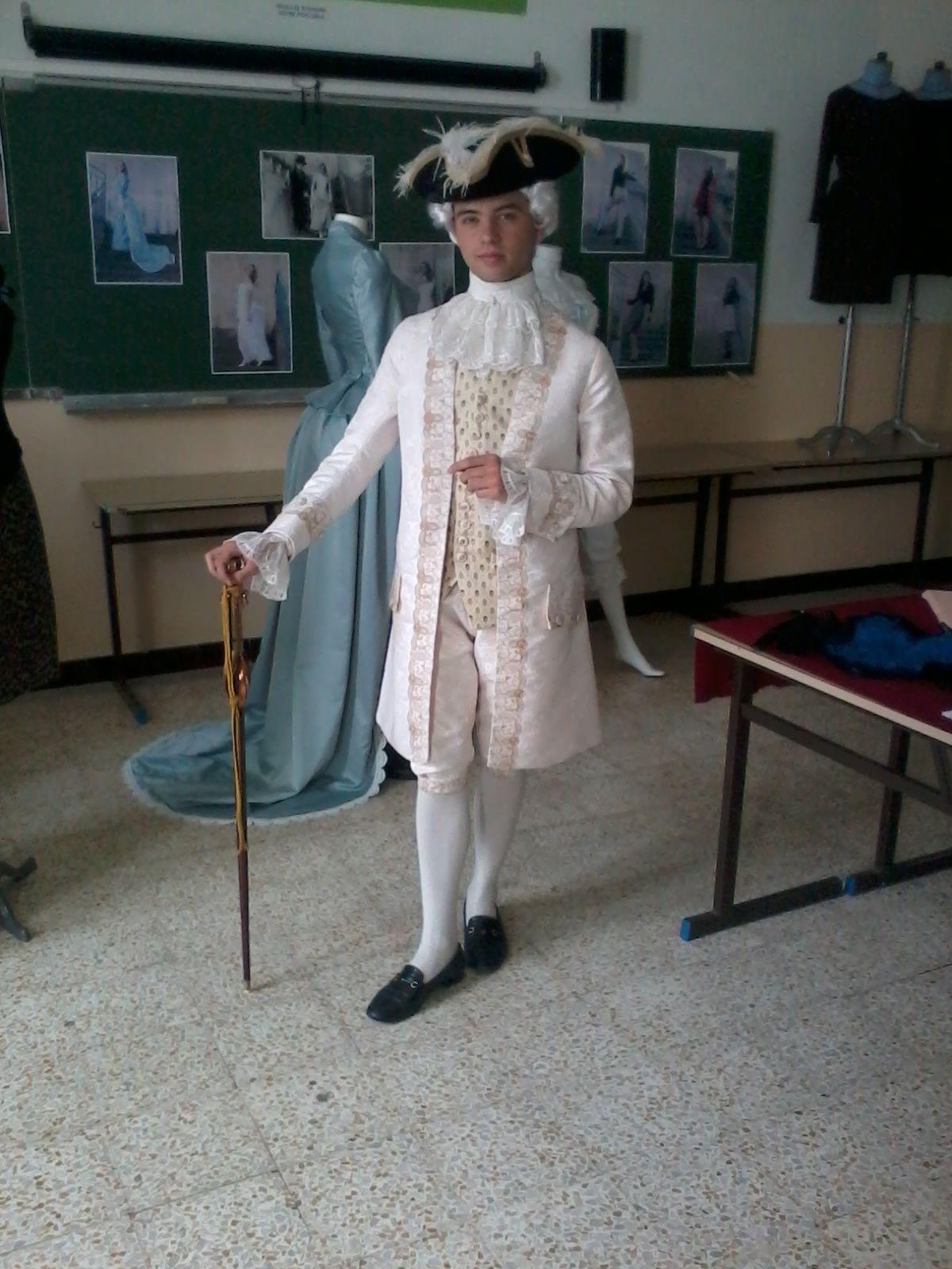 Costume de cours de Louis 15