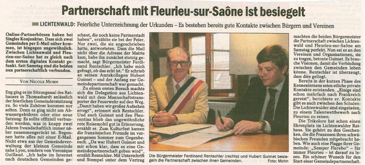 Les maires Ferdinand Rentschler et Hubert Guimet scellent le partenariat entre leurs communes.