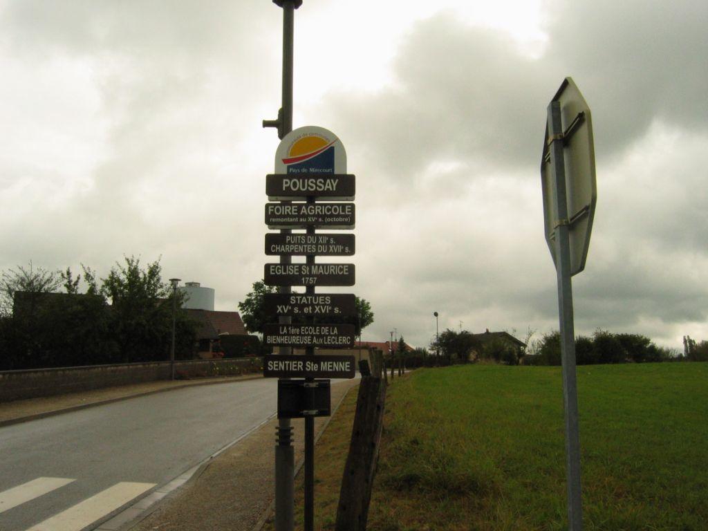 Depuis Ramecourt nous prenons la direction de Poussay, Arrivée au niveau du champ de foire.