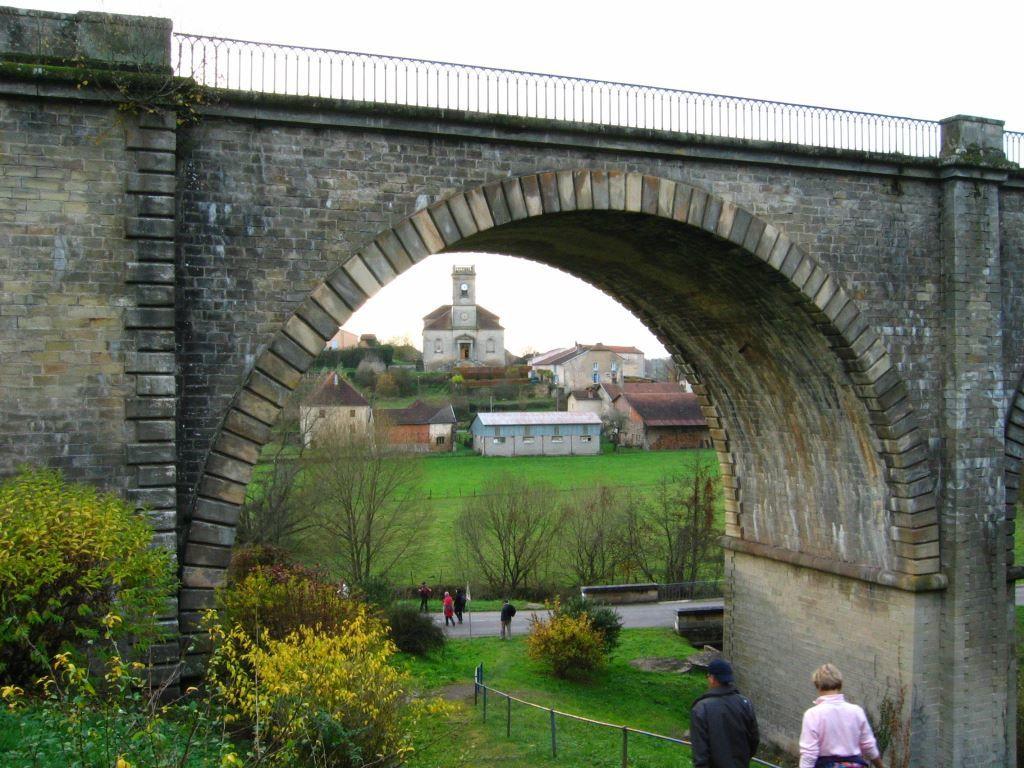 Quelques vues de Passavant, son viaduc, son donjon, sa chapelle et son église.