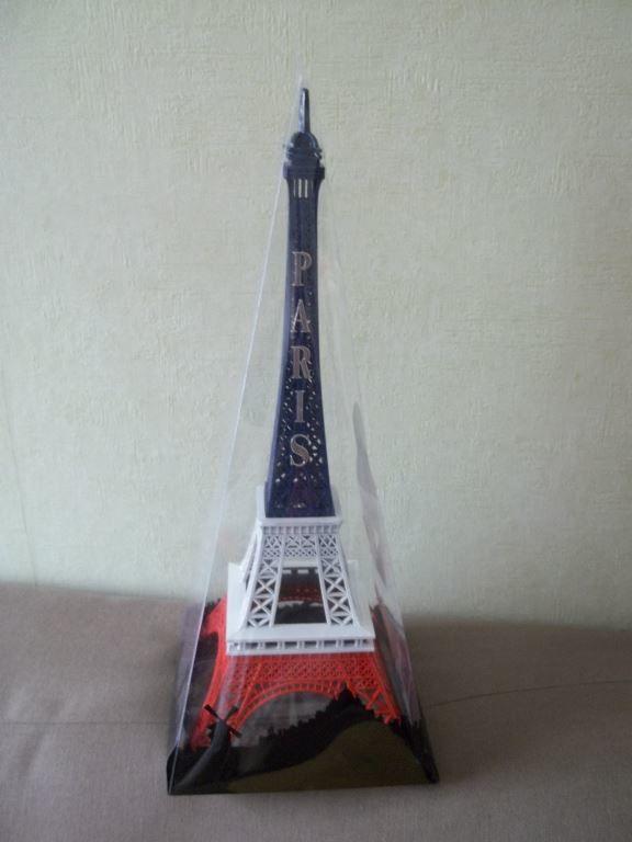 Quelques monuments très connus pour finir cette balade dans les rues de Paris. Merci aux organisateurs. Et nous sommes revenus avec cette belle petite tour Eiffel, pour notre participation à cette marche. Rendez-vous ce dimanche pour notre AG.