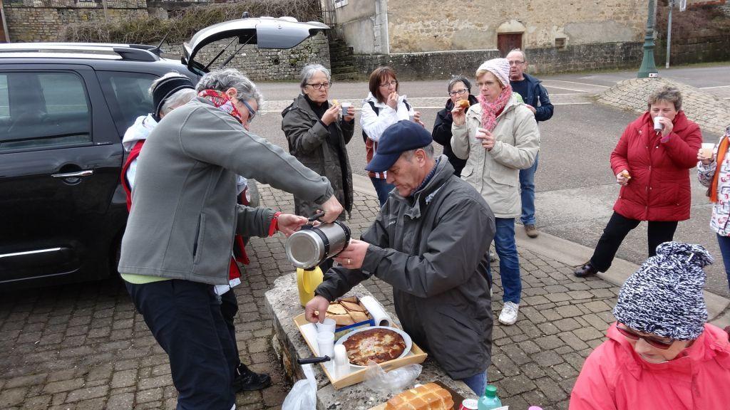 Les beignets de carnaval de Marie-Thérèse L. et les gâteaux de Martine furent très appréciés. Merci pour cette agréable rando. Rendez-vous dimanche à Frain