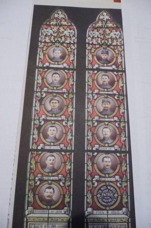 Sur un des vitraux, le portrait des 11 soldats tués à la grande guerre de 14-18.