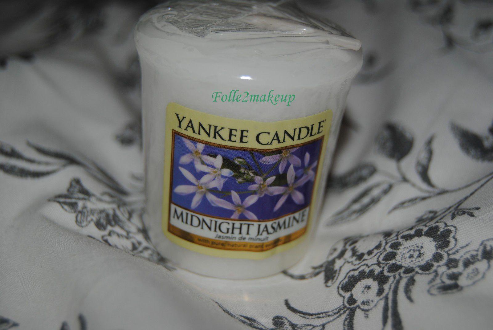 """Votive """"Jasmin de nuit"""". Un parfum voluptueux et séduisant aux senteurs de jasmin d'eau, de chevrefeuille suave, de néroli et de fleurs de mandarine."""