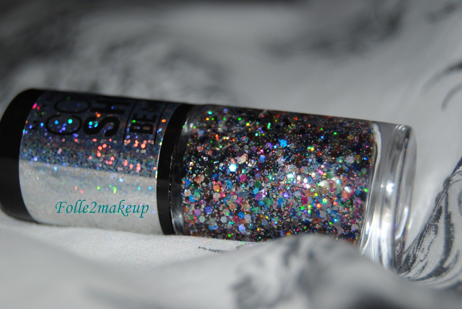 Le ColorShow Be Brillant, Light It Up de MAYBELLINE. Moi qui suis fan de paillettes alors la je suis aux anges! <3