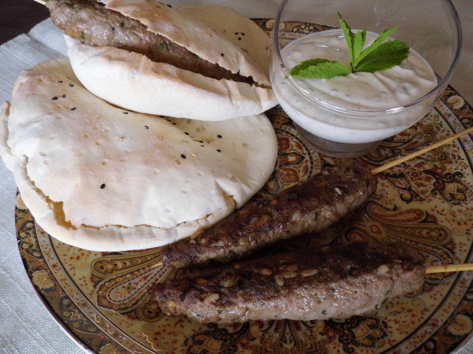 Köfte de mouton à la menthe et sauce blanche turque