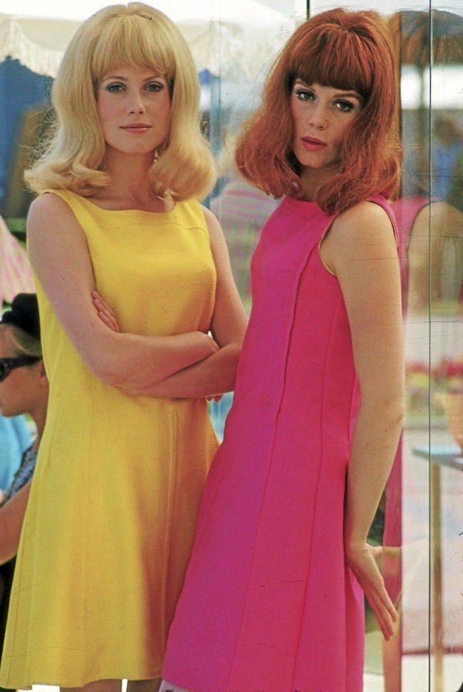 Couleurs flash ! Coupes au carré ! Brushing ! / Flashy colors ! Shoulder lenght hair ! Puffy sixties hair !