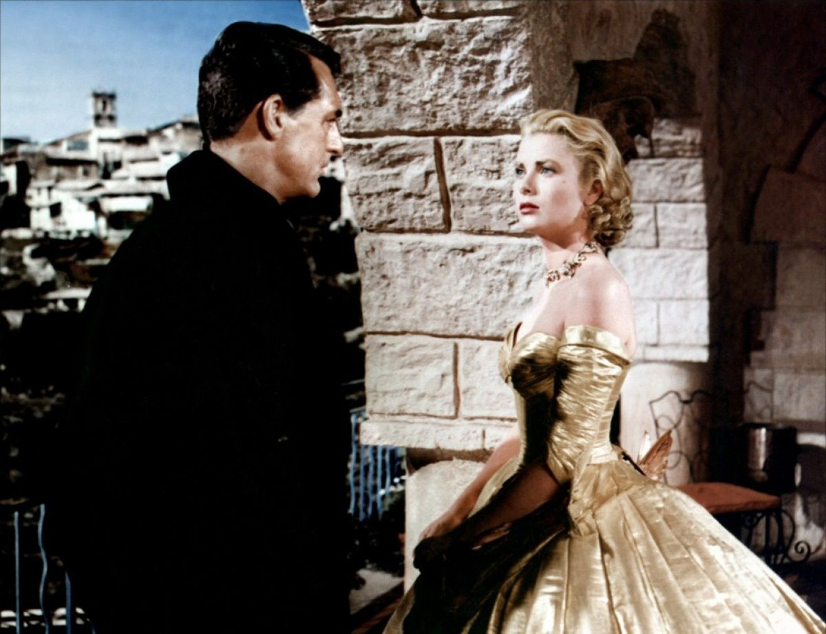 "Grace Kelly probablement en cosplay de ""La Belle et la Bête"" dans ""La Main au Collet""./ Grace Kelly probably in the midst a 'Beauty and the Beast' cosplay in 'To Catch a Thief'."