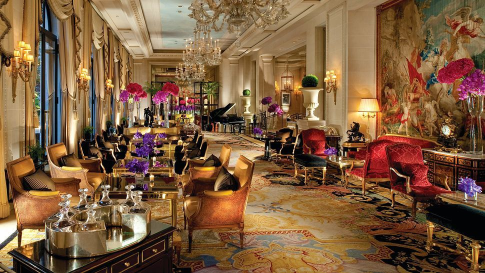 Four Seasons Hotel George V, Paris - Source: kiwicollection.com
