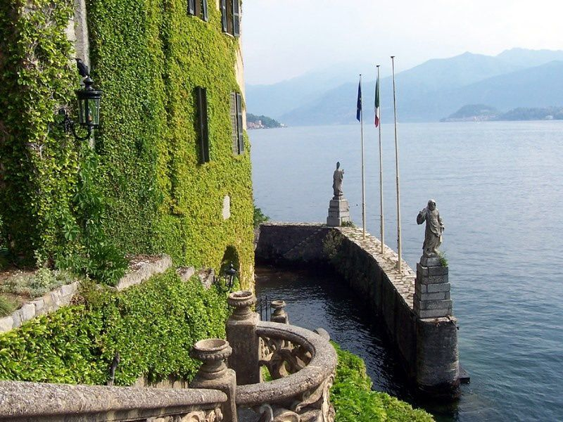 Villa Balbianello, Amalfi Coast, Italy, photo by MarkusMark - Source: commons.wikimedia.org