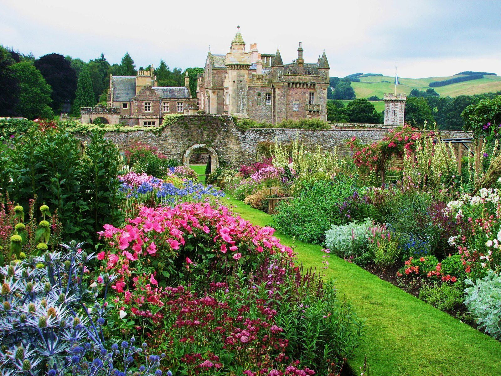 Abbotsford House, Roxburgh, Scotland - Source: youtube.com