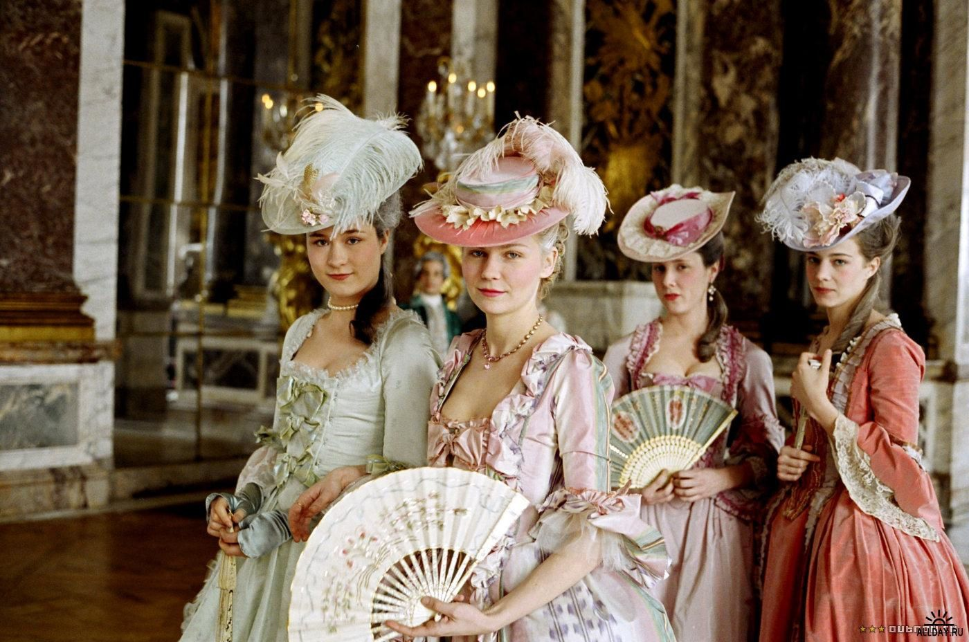 """""""Marie Antoinette"""" by Sofia Coppola (2006) © Columbia Pictures - Source: mollyrosechetwinkelly.blogspot.com"""