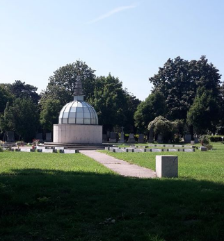 Stupa in the Buddhist section of the Zentralfriedhof./ Stūpa dans le carré bouddhiste du Zentralfriedhof.