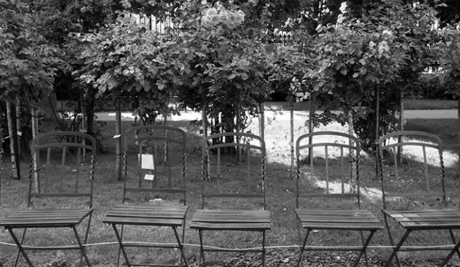 Chairs in the Volksgarten./ Chaises dans le Volksgarten.