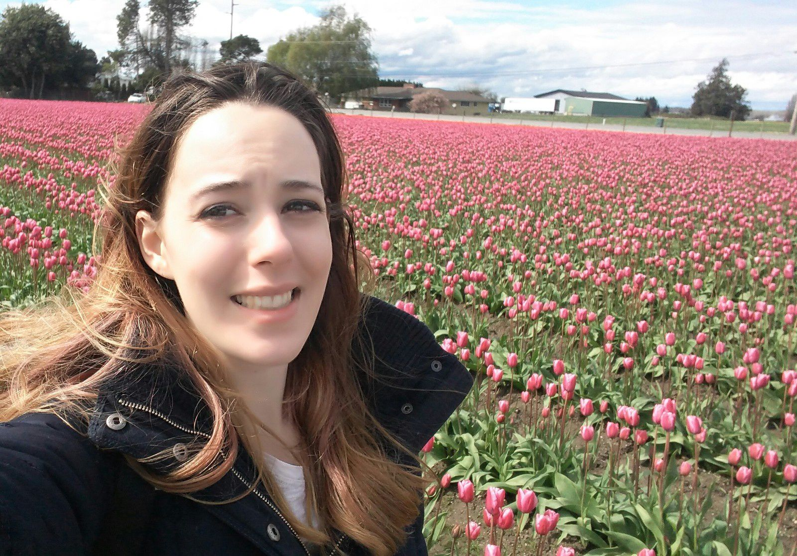 Me, apparently being made to feel very uncomfortable by some tulips. / Moi, apparemment mal à l'aise face des tulipes.