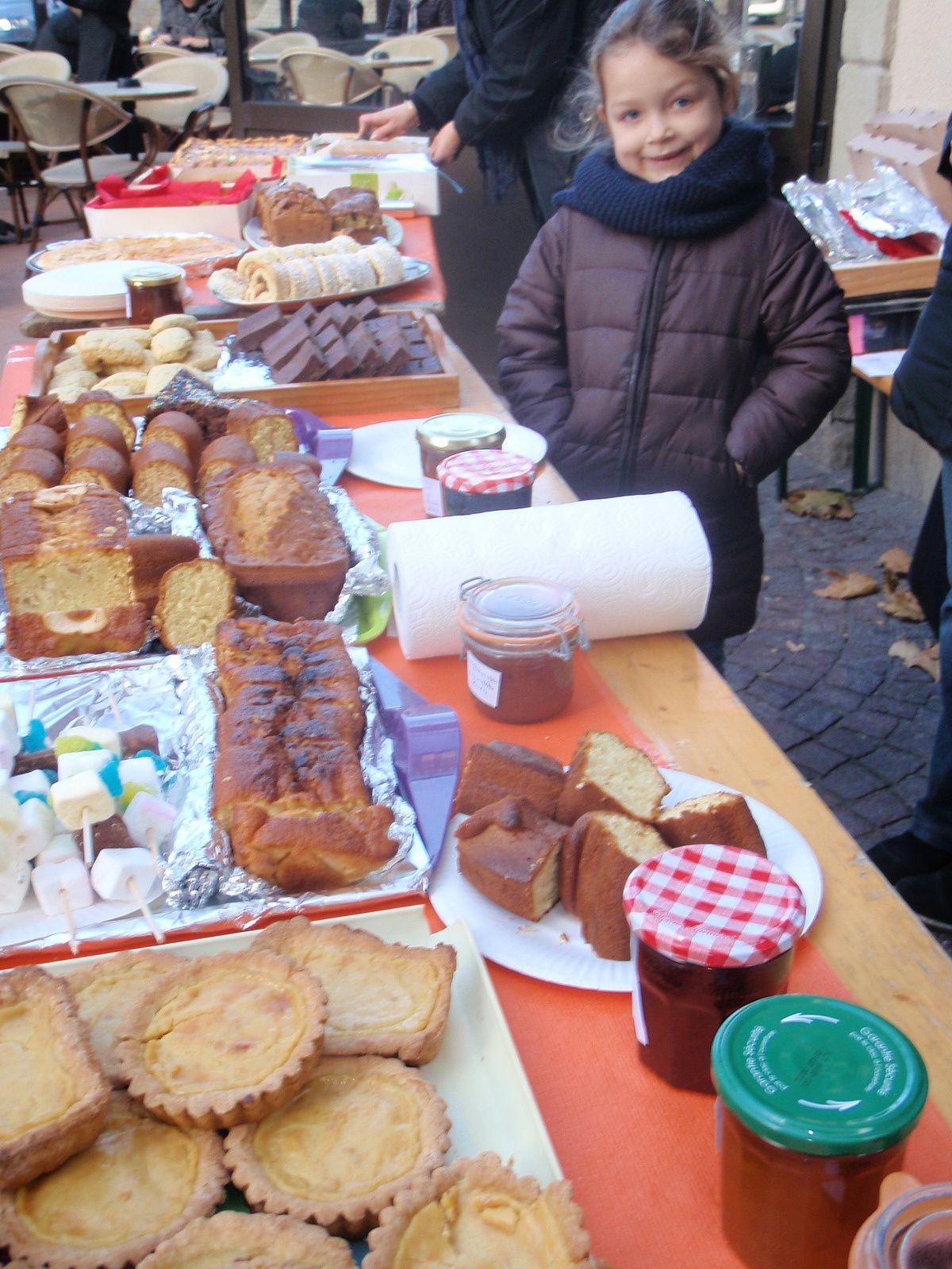 Vente de gâteaux au marché d'Aubenas
