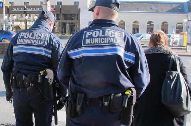 La Nouvelle République : Des policiers municipaux.