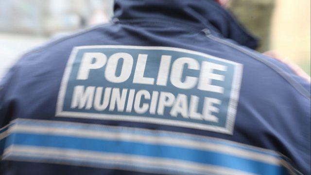 FR3 / AFP : Manif anti-migrants à Calais : protestation contre la présence de policiers municipaux