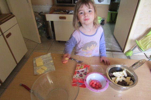 y ajouter le beurre également en morceaux (la recette conseille la cuisson au bain marie, je vous avouerai que je ne me suis jamais pris la tête!)