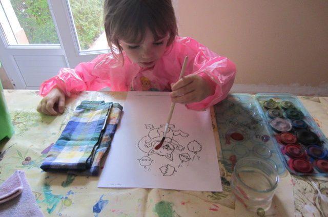 pour Zélia, 4 ans, elle voulait absolument faire de la peinture rien que de la peinture alors on imprime de nouveau plusieurs dessins trouvé sur la toile