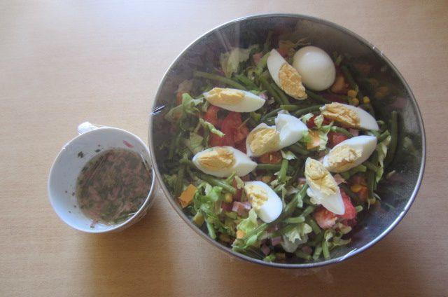 samedi 12h : salade farandole aux haricots verts (pas fan des haricots du tout là je mets un 9/10 on a adoré !)