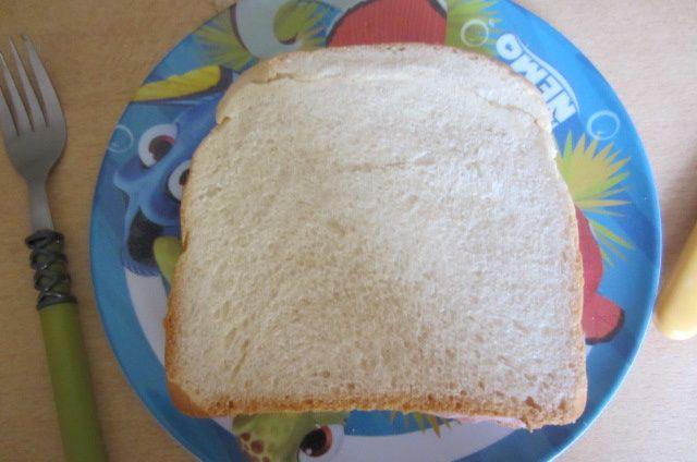 et petit sandwich au jambon (pour ceux qui prennent mes menus en cours, le lundi je rentre vers 11h30 de mes courses et je vais chercher à 12h mes filles ce qui laissent très peu de temps pour préparer le repas du coup c'est toujours un menu express pour ce jour là!)