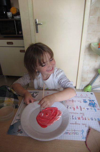 les plus petits aiment la peinture alors pourquoi pas ... à chacun sa recette pour ensorceler !