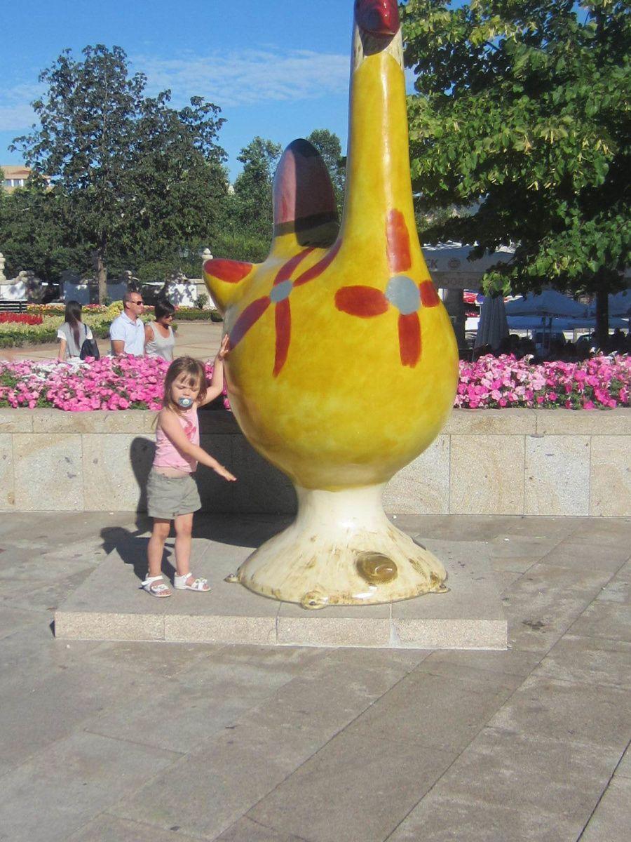 Une balade dans la ville où la mascotte du Portugal est née, le fameux coq qu'on peut trouver aux 4 coins du pays