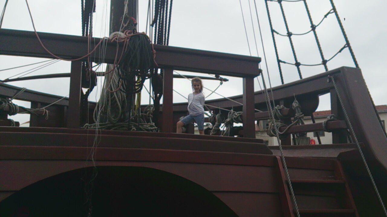 Très jolie découverte du bateau pirate des playmobils en grandeur nature &#x3B;)