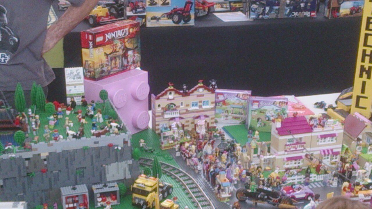 qu'on soit un garçon ou une fille, effectivement Lego propose un large choix aussi pour l'imaginaire ... vous avez vu il y a même le clown des Simpsons &#x3B;)