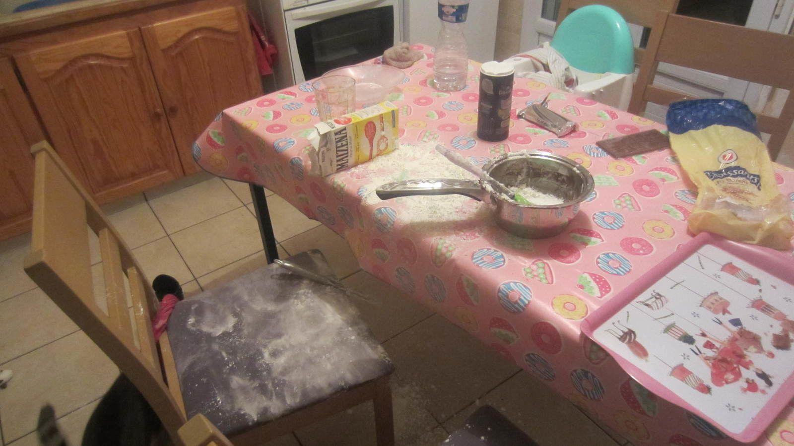 Sa plus belle des idées a été de nous préparer un dessert pendant que je lavais les cheveux d'une de ses sœurs à l'étage ... un RÉGAL !!!