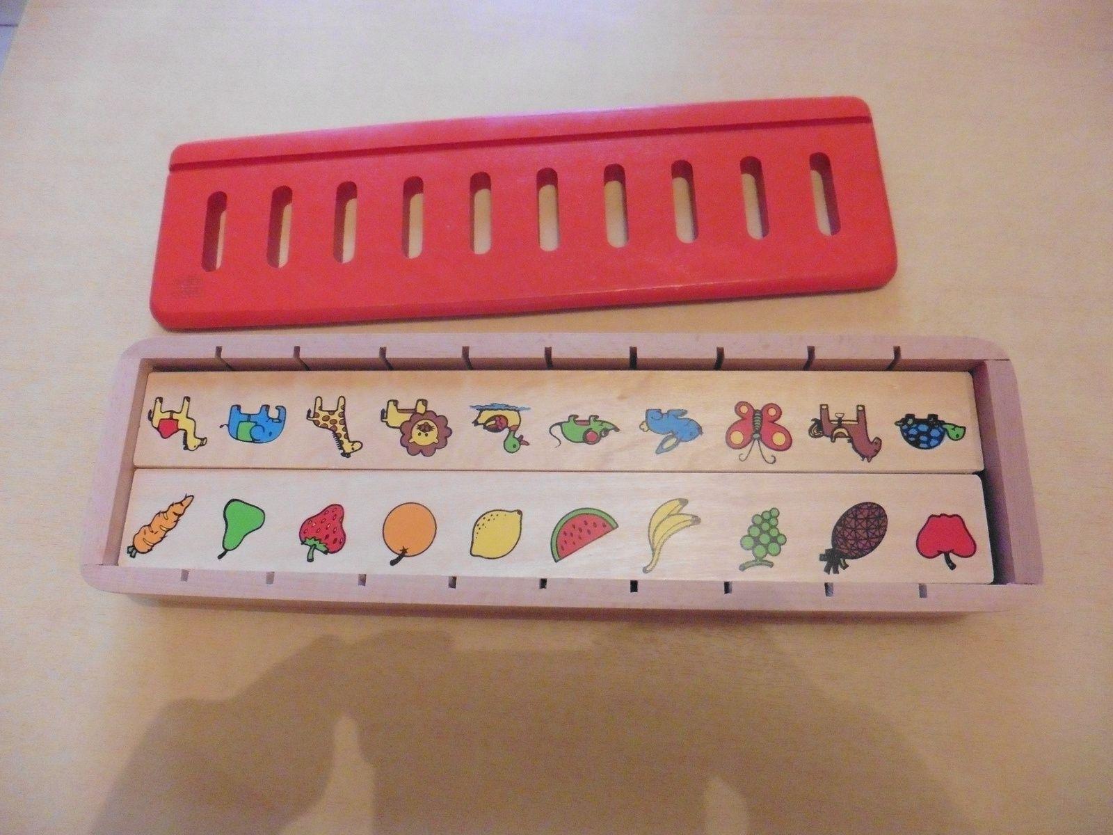 La boîte de tri contient : un coffret en bois, 5 réglettes en bois comportant chacune 10 motifs, 50 pièces en bois à associer et à trier en fonction de la réglette choisie