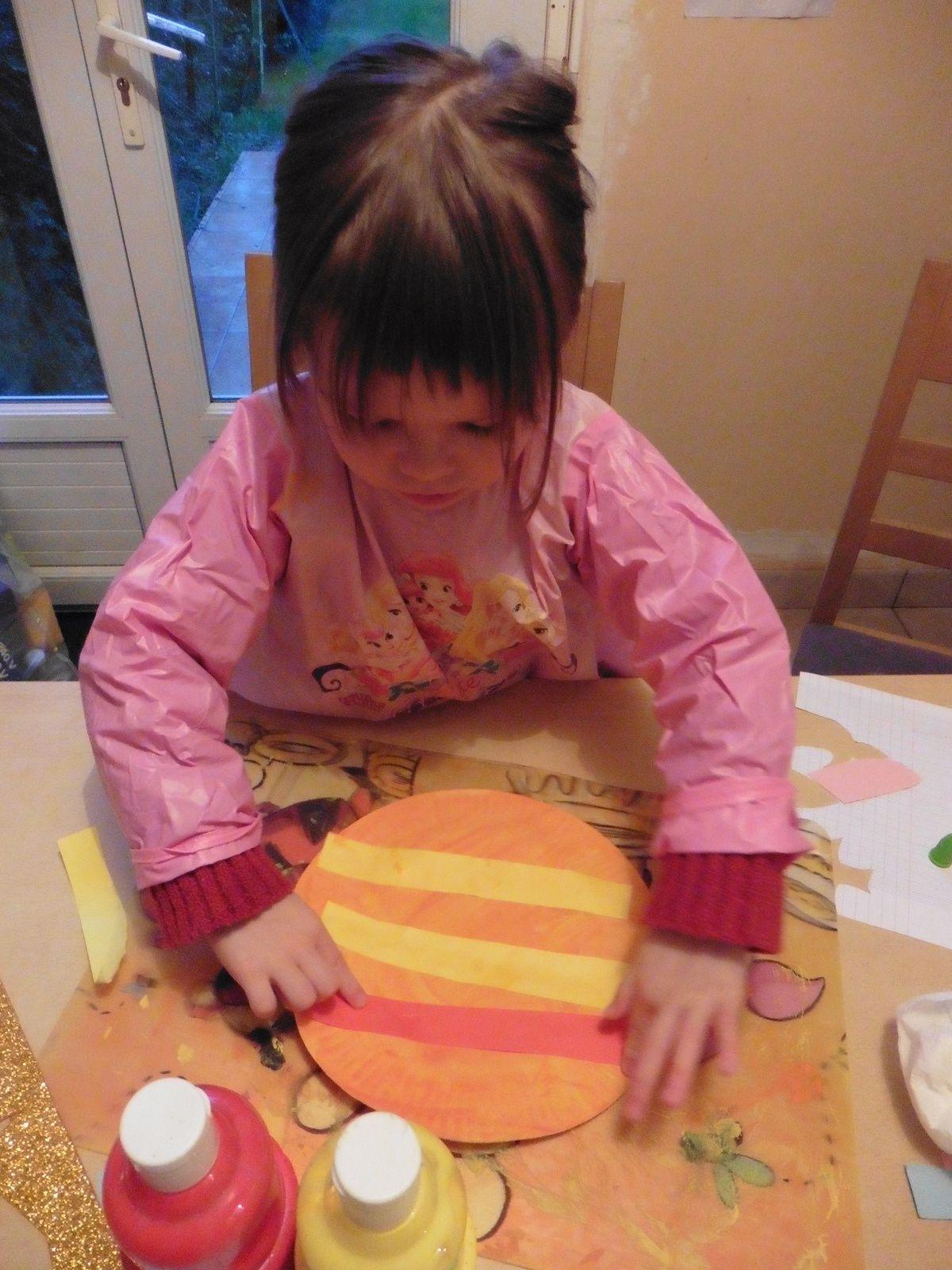 Nous nous sommes mis à fabriquer nos galettes colorées, chacune à un poste mais elles ont bien voulu partager &#x3B;)
