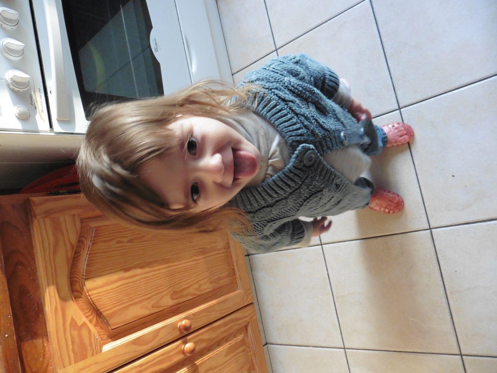 Lyssana qui a trouvé le sac de marraine avec tout plein de jolies chaussures pour cette été !